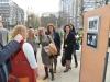"""Директор ПУ \""""11. април\"""", г-ђа Маја Стефановић са посетиоцима изложбе"""